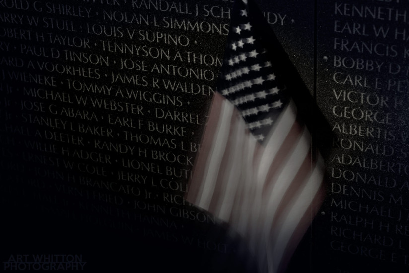 Vietnam Wall aand flag